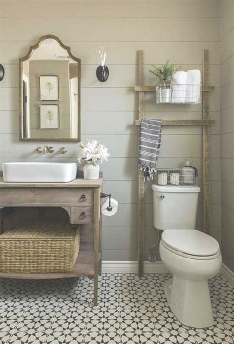 Bathroom Makeovers On A Budget by Best 25 Small Bathroom Makeovers Ideas On
