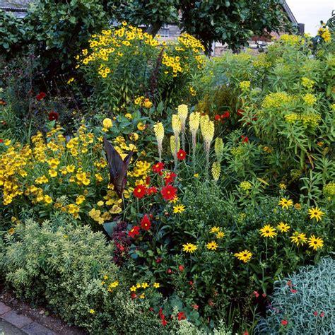 14 Cheerful Yellow Garden Flowers Yellow Flower Garden