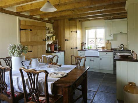 english cottage interiors english stone cottage style meble do kuchni kuchnie w stylu wiejskim