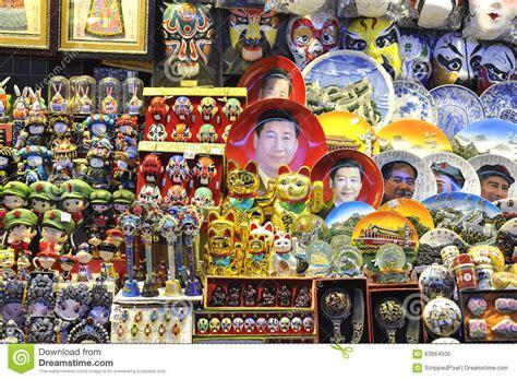 Souvenir China Kaos Jembatan Beijing a souvenir stall at a beijing market selling xi jinping plates and other kitsch