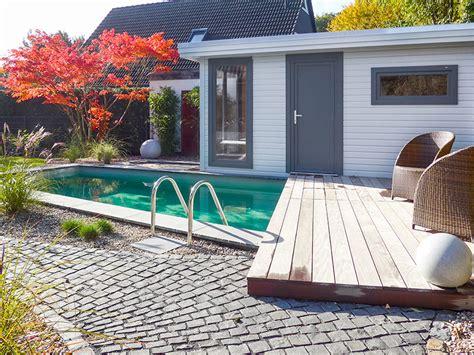 garten sauna familiengarten mit schwimmteich und sauna
