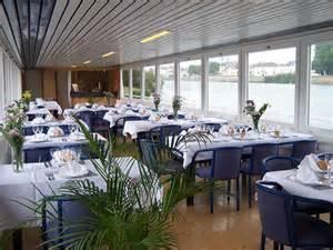 salle restaurant du bateau delta