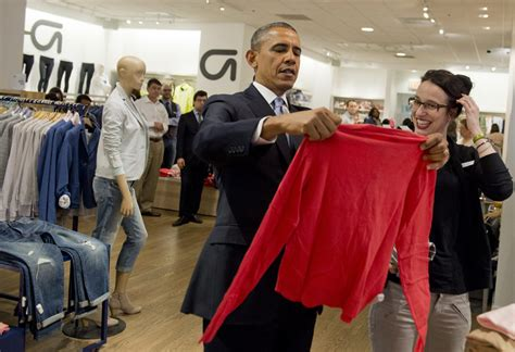 barack obama gets a sneaky visit from daughter sasha in barack obama makes surprise shopping trip to the gap photo 2