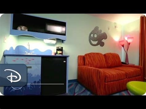photo tour of a finding nemo family suite at disney s art finding nemo family suite room tour disney s art of