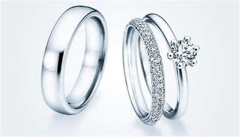 Verlobungsring Mit Ehering by Verlobungsring An Der Hochzeit Tragen Verlobungsringe De