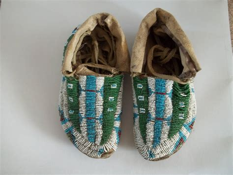 beaded moccasins 19th century central plains american indian beaded
