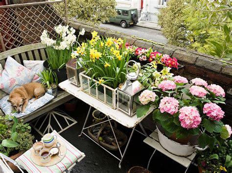 come fare un balcone fiorito shabby chic come arredare il balcone donna moderna