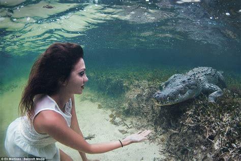 film blue mexico roberta mancino in underwater banco chinchorro photo shoot