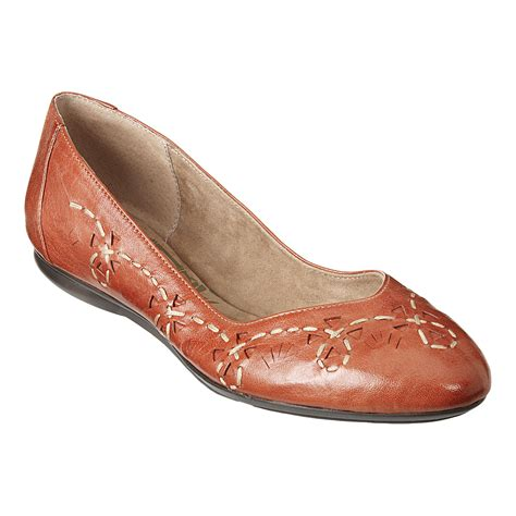 comfortable shoes for women over 50 flattering50 over 50 style 10 fun fall flats