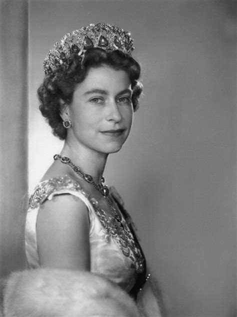 film queen elizabeth ii pin by republic of you on crowned pinterest