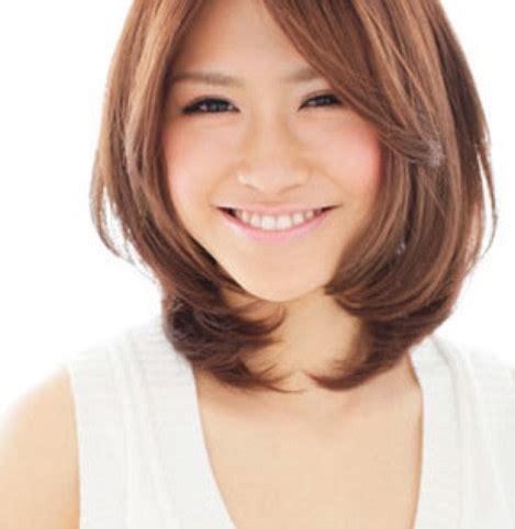 contoh model rambut pendek wanita leher panjang terbaru