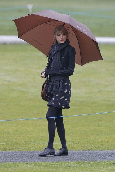 taylor swift style hyde park taylor swift visits hyde park in london 3 zimbio