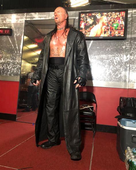 undertaker backstage  wwe raw  week