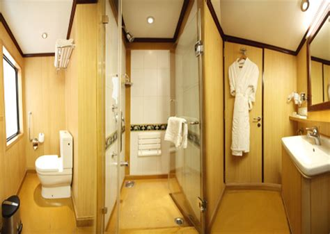 maharaja express bathroom luxury palace on wheels palace on wheels tours india