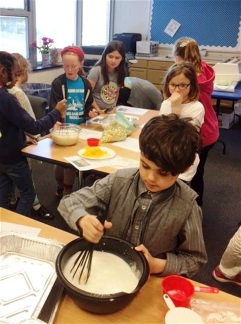 roslyn cooking club cooks and donates meals for quot aid for