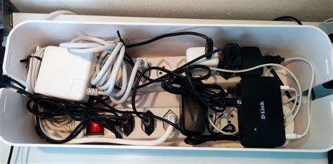 Kabel Unterm Schreibtisch Verstecken by Zu Viele Kabel Auf Dem Schreibtisch Der Kabelsalat