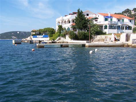 wohnungen kroatien ferienhaus wohnungen nur 5 meter bie meer insel rab