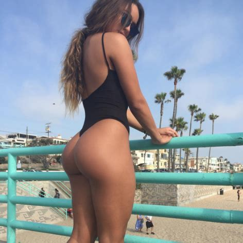 rihanna flaunts bare butt on instagramsee the pic e online sommer ray flaunts her butt on instagram see the sexy
