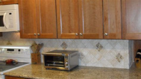traditional backsplash ideas for kitchen counter cabinet