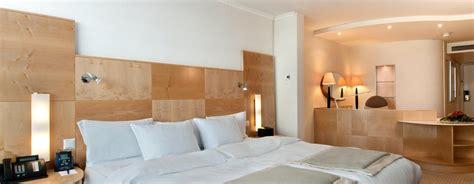 wohnzimmermöbel im kolonialstil wohnwand bauernstil