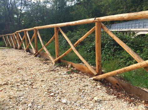 staccionate in legno per giardino staccionata in legno di castagno profilati alluminio