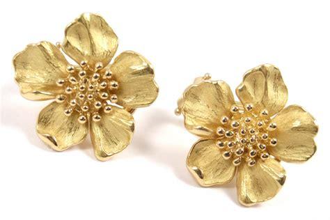 Flowery Earrings vintage co 18k yellow gold dogwood flower