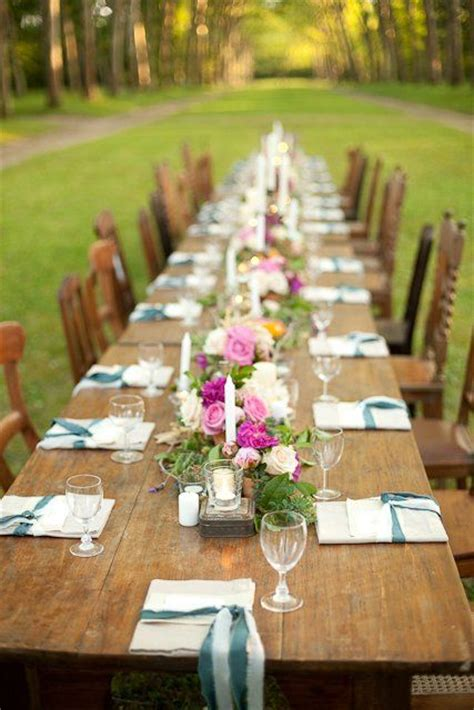 simple tablescape for lunch a pop colour with