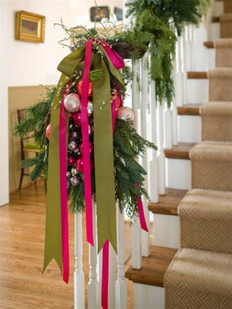 100 Awesome Christmas Stairs Decoration Ideas Digsdigs | 100 awesome christmas stairs decoration ideas digsdigs