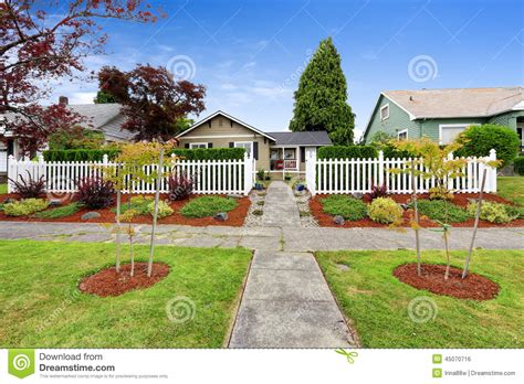 Landscape Design Pictures Front Of House Plan American House Exterior With Beautiful Front Yard