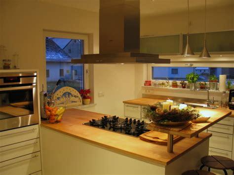 einbauküche mit kochinsel design k 252 cheninsel dachschr 228 ge