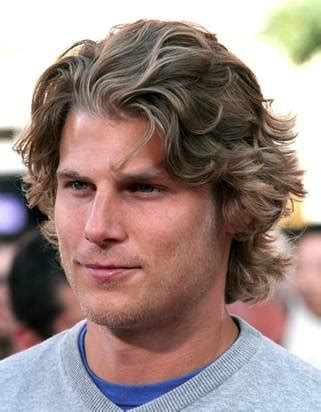 long hairstyles for round face man 7 of the best long hairstyles for men with a round face