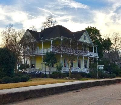 queen anne bed and breakfast overnight in natchitoches louisiana at home with kayla price