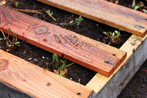 How To Make A Vertical Pallet Garden How To Make A Recycled Pallet Vertical Garden