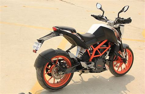 Ktm Models In India Ktm Launches The Team Of Both Rc And Duke 2016 In India