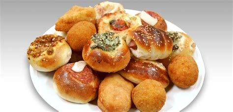 tavola calda pizzeria di sciacca offre ogni sera ai bisognosi pizze e