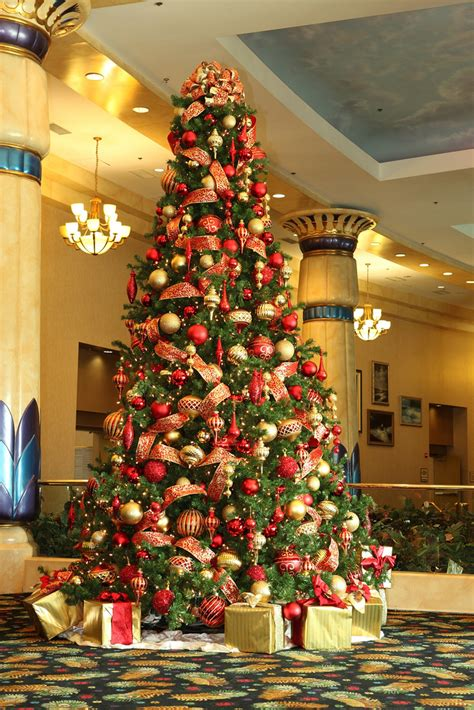 25 red and gold christmas decorations ideas you can t miss gold christmas christmas tree and