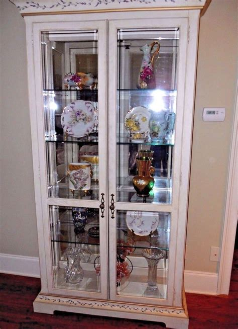 Painted Curio Cabinets by 17 Best Ideas About Painted Curio Cabinets On