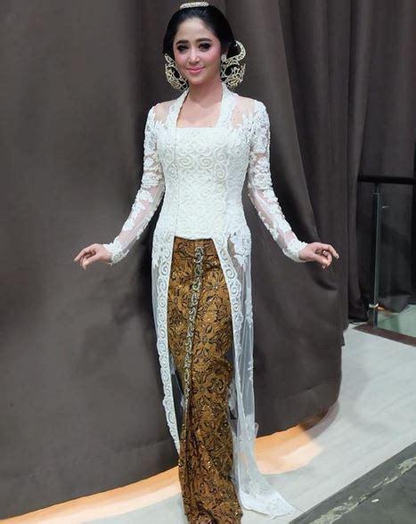 Kebaya Kutubaru Model Lancip Depan kebaya dewi perssik di resepsi pernikahan curi perhatian