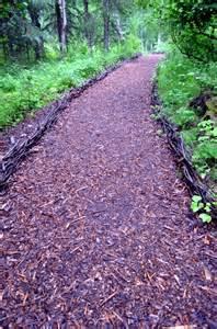 Mediterranean Style Landscaping - ideas for individual garden path design a highlight in the garden interior design ideas