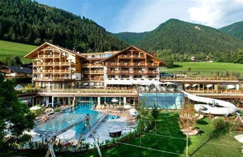 hotel con in trentino alto adige family hotel sonnwies hotel per bambini in montagna in