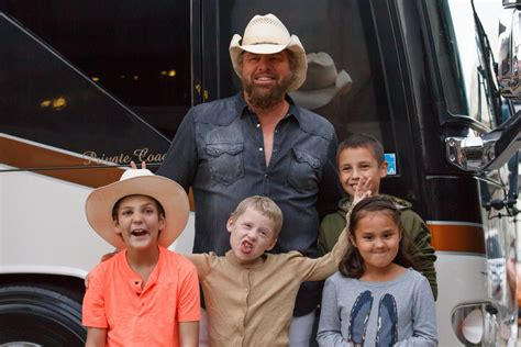 toby keith kids toby keith welcomes ok kids korral children to bok center