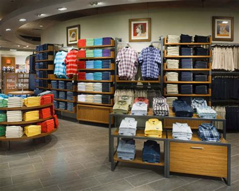 Display Apparel On Showroom Floors - criteria of store fixtures hwazan world