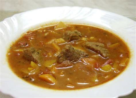 cucina ungherese piatti tipici ricetta goulash 01