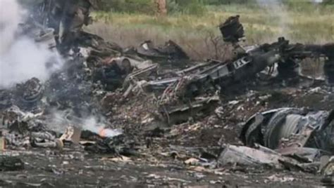 malaysia airlines mh 17 crash dutch investigators malaysia airlines flight 17 possibly