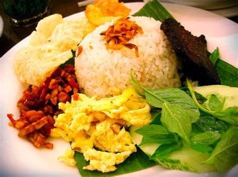cara membuat nasi uduk kuning enak resep nasi uduk betawi komplit enak resepbuntik com