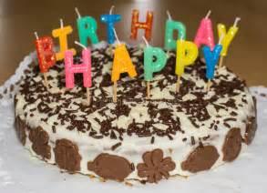 candele buon compleanno torta di compleanno con le candele buon compleanno