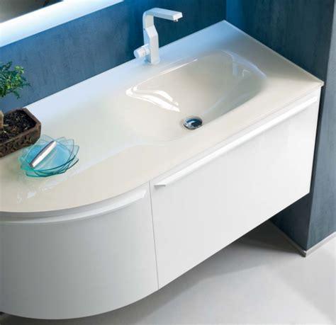 lavandino in vetro bagno idee lavabo bagno quale materiale scegliere