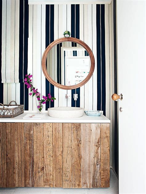 Bathroom Wallpaper Stripes by 10 Tips For Rocking Bathroom Wallpaper