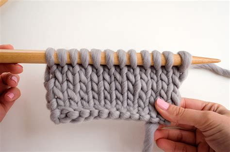 how to put stitches on knitting needles find out whether your stitches are sitting correctly the