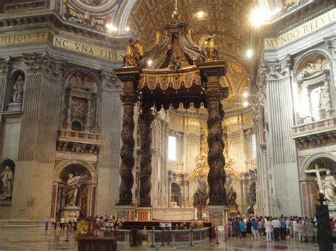 il baldacchino di san pietro foto basilica di san pietro a roma 550x412 autore